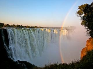 Cascate Vittoria, un tuffo di emozioni nell'Africa più selvaggia