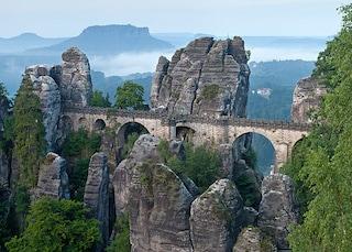 Svizzera Sassone: paesaggi da fiaba tra le rocce e il fiume