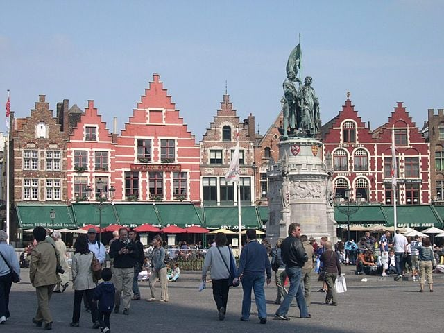 Bruges. Markt – Foto Wikimedia Commons
