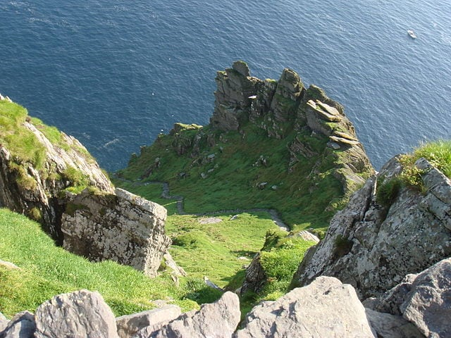 Gli scalini impervi di Skellig Michael – Foto Wikimedia Commons