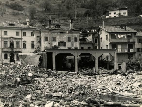 Disastro del Vajont, Longarone nei giorni successivi alla frana del 9 ottobre 1963. Foto da Wikipedia
