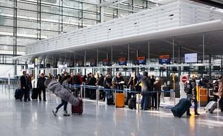 Viaggiatori schedati per 5 anni: la nuova normativa sui voli