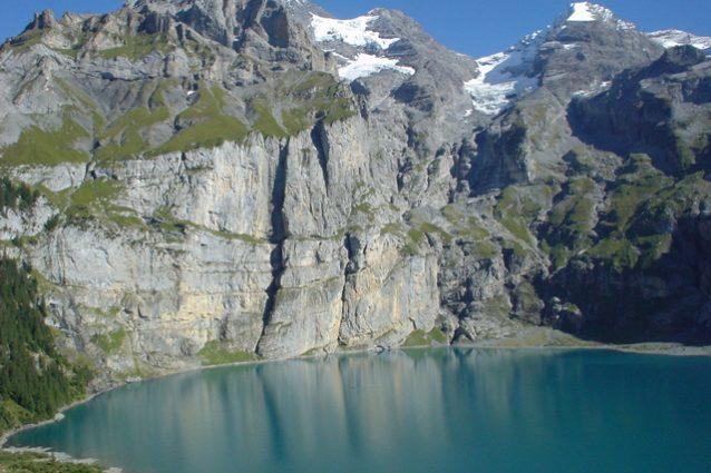Lago di Oeschinen in Primavera – Foto Wikimedia Commons