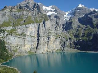 Kandersteg, gioiello delle Alpi svizzere tra natura e folklore