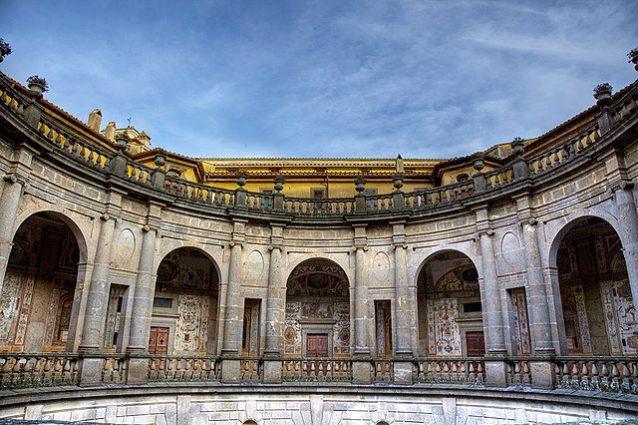 Palazzo Farnese, Cortile Circolare – Foto Wikimedia Commons