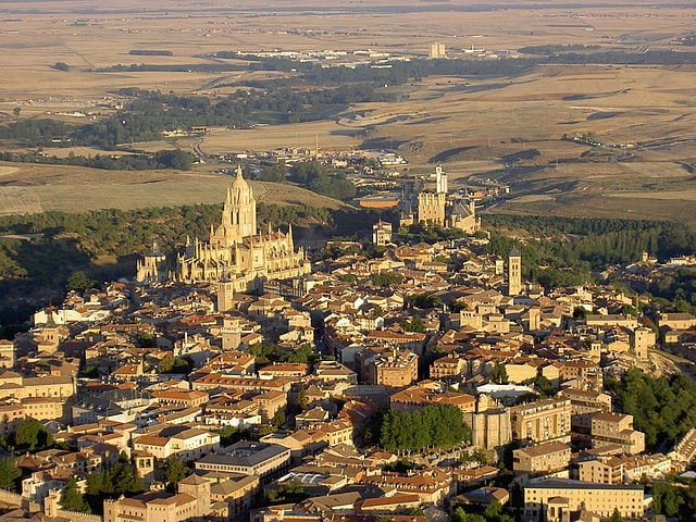 Veduta aerea di Segovia – Foto Wikimedia Commons