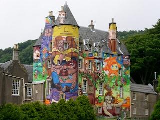 """Kelburn Castle, il castello """"a fumetti"""" in Scozia"""