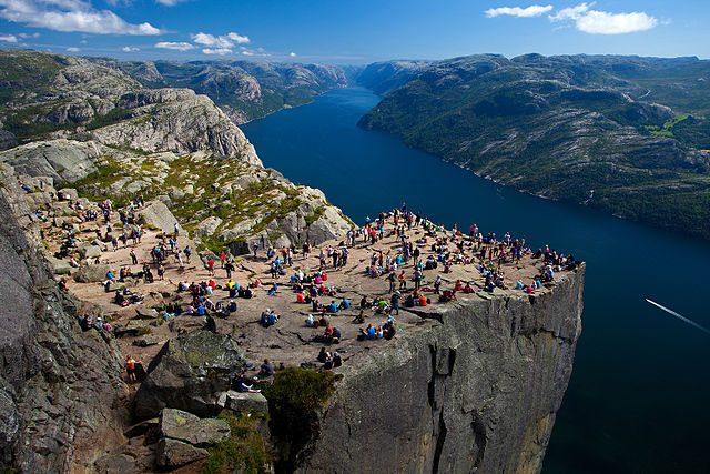 Preistekolen, il Pulpito di roccia affacciato sul Lysefjord – Foto Wikimedia Commons