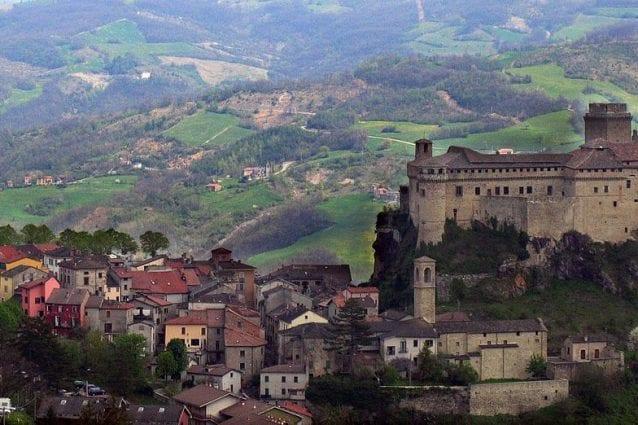 Panoramica Castello Bardi. Foto da Wikipedia