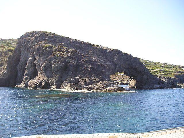 Arco dell'Elefante, Pantelleria – Foto Wikimedia Commons