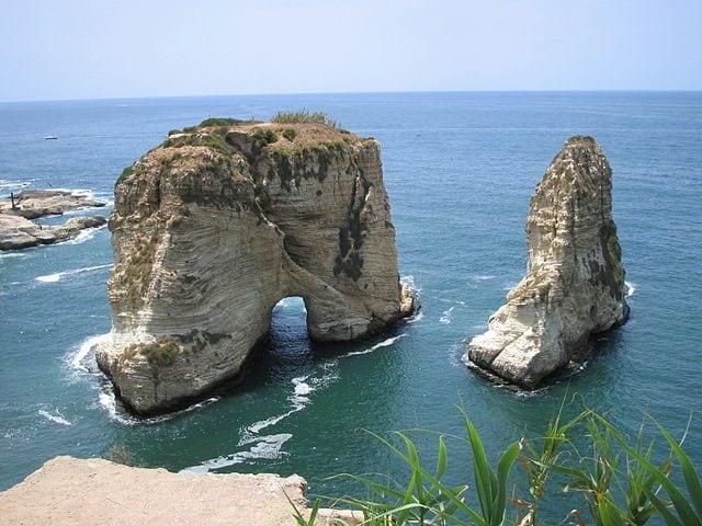 """""""Rocce dei Piccioni"""", Raouché, Libano – Foto Wikimedia Commons"""