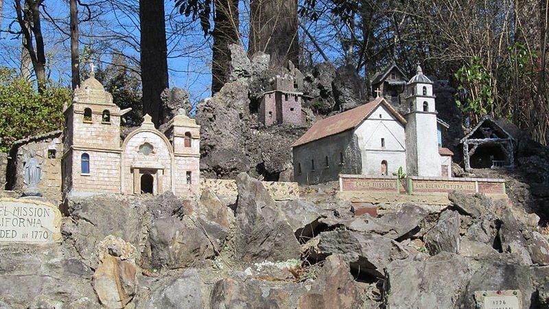Ave Maria Grotto. Foto di AlabamaSoutherm