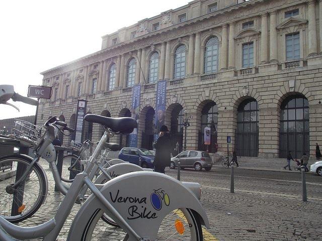 Verona in bici. Foto di Daniel Thornton