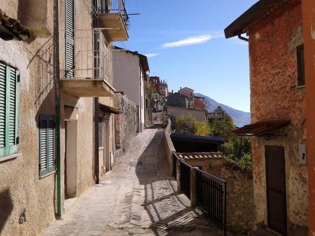 Borgo antico di Capistrello – Foto Wikimedia Commons