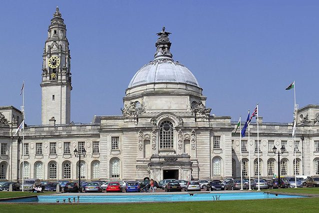 Esterno del municipio di Cardiff (Wikipedia).