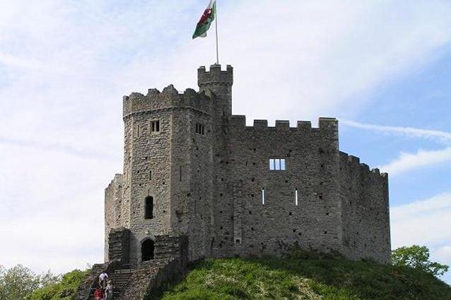 Esterno del castello di Cardiff (Wikipedia).