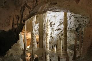 Genga e le Grotte di Frasassi: ecco cosa vedere