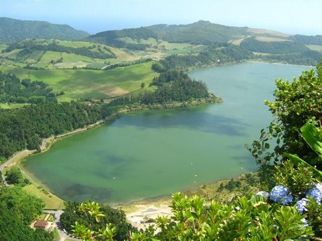 Lagoa das Furnas – Foto Wikimedia Commons