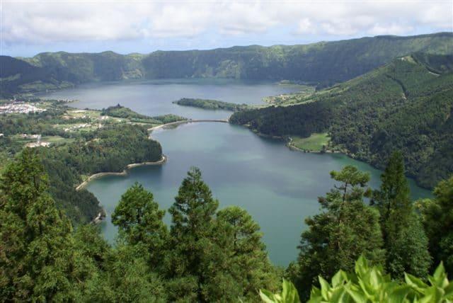 Lagoa das Sete Cidades, Miradouro da Vista do Rei – Foto Wikimedia Commons