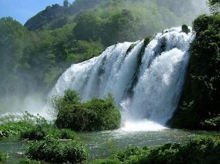 Le cascate più incredibili d'Italia. Un tuffo da centinaia di metri