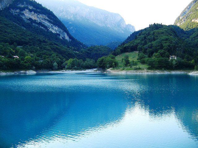 Lago di Tenno. Foto di Giusi Barbiani