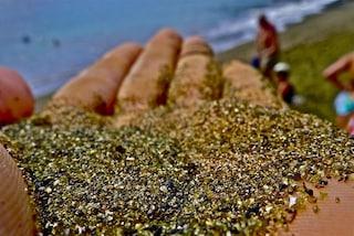 La stupenda spiaggia di gemme preziose alle Hawaii