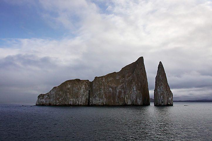 Kicker Rock, Isole Galapagos – Foto Wikimedia Commons