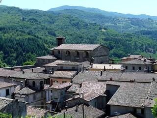 Viaggio a Castiglione di Garfagnana, tra antiche mura e tradizioni medievali