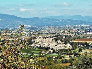 Borghi medievali in Umbria: Bevagna un gioiello senza tempo