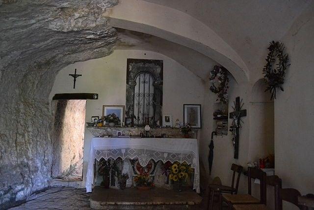 Eremo di San Bartolomeo in Legio, interno – Foto Wikimedia Commons