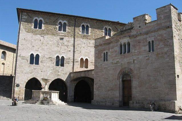 Bevagna, Piazza Silvestri – Foto Wikipedia