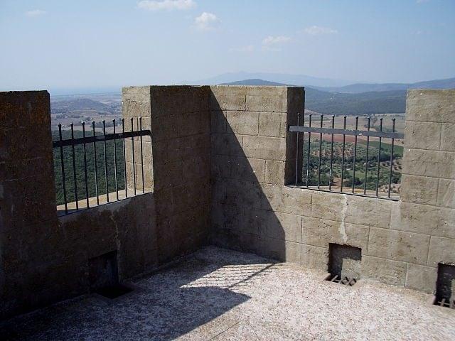 Torre della Rocca Aldobrandesca – Foto Wikimedia Commons