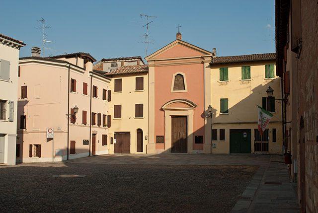 Campogalliano, Piazza Castello – Foto Wikimedia Commons