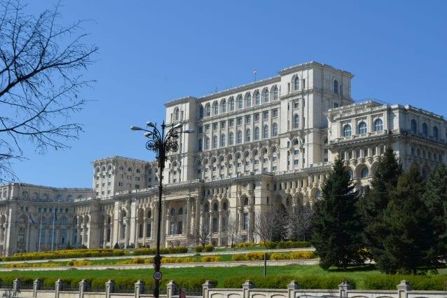 Palazzo del Parlamento di Bucarest vista laterale