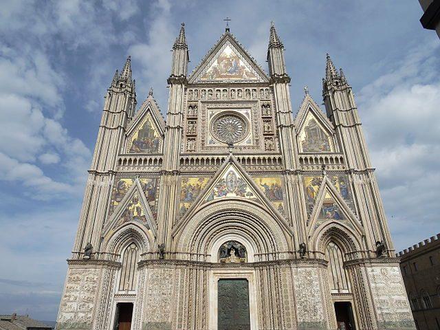 Facciata del Duomo di Orvieto – Foto Wikipedia
