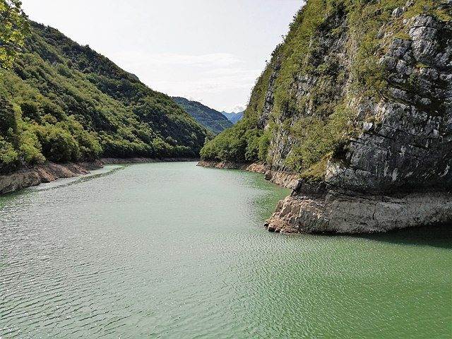 Lago di San Colombano – Foto Wikimedia Commons