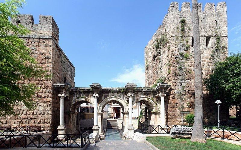 Porta di Adriano, Antalya