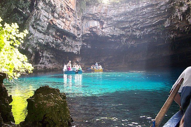 Grotta di Melissani – Foto Wikimedia Commons