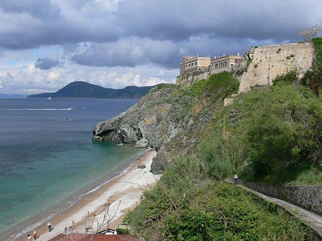 Villa dei Mulini, l'affaccio sul mare – Foto Wikipedia