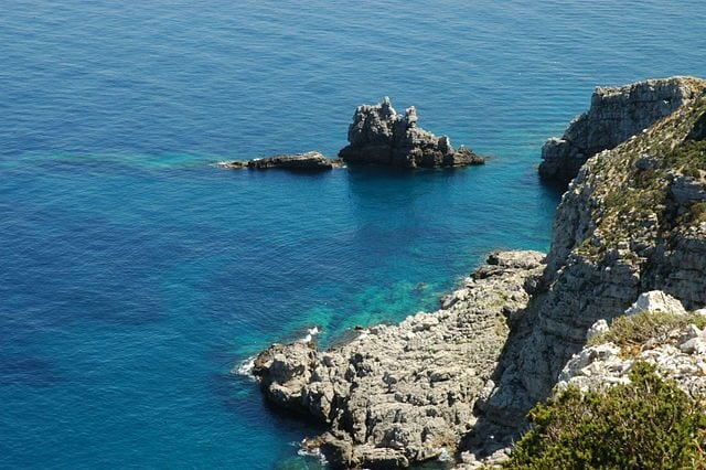 Marettimo, Scoglio del Cammello – Foto Wikipedia