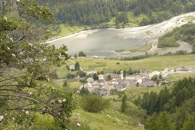 Usseaux, veduta della borgata di Pourrières – Foto Wikipedia