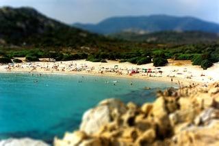 Le incantevoli spiagge della baia di Chia in Sardegna