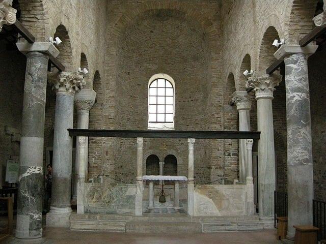 Basilica di Santa Maria delle Grazie, interno – Foto Wikipedia