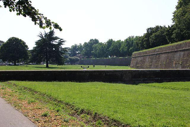 Lucca, mura della città – Foto Wikimedia Commons