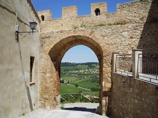 Magliano in Toscana: un viaggio tra natura, arte e archeologia