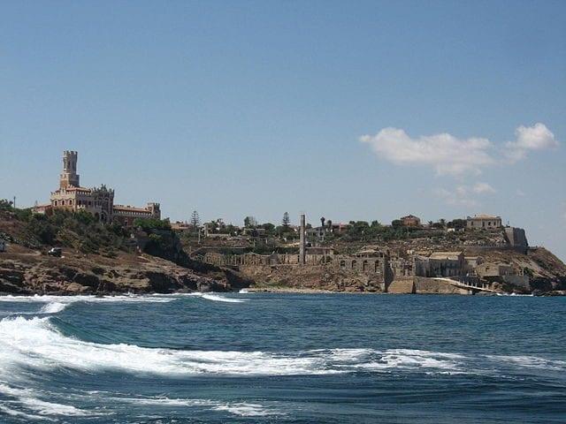 Tonnara e Castello di Portopalo – Foto Wikipedia