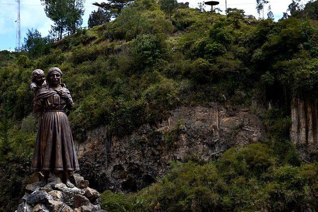 Statua di María Mueses con la figlia Rosa – Foto Wikipedia