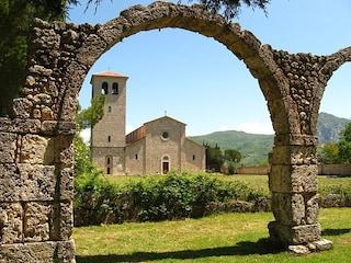 Abbazia di San Vincenzo al Volturno: un capolavoro dell'Alto Medioevo