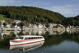 Lago di Joux, un gioiello svizzero in una valle incantata