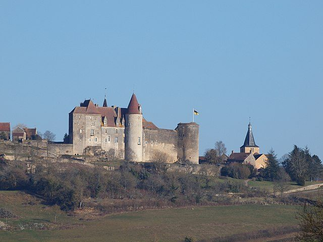 Chateauneuf–en–Auxois – Foto Wikimedia Commons